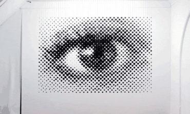 خلق یک چشم با بادکنک