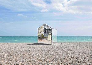 کلبه آینهای در ساحل انگلیس