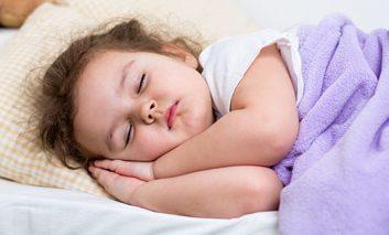 چگونه میتوان مشکلات خواب کودکان را رفع کرد؟