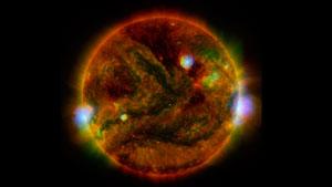 همکاری ۳ تلسکوپ ناسا برای خلق تصویری شگفتانگیز از خورشید