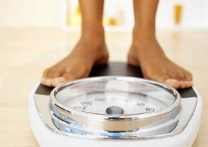 کارهایی که میتوانید پشت میز کار انجام داده و وزن خود را کاهش دهید
