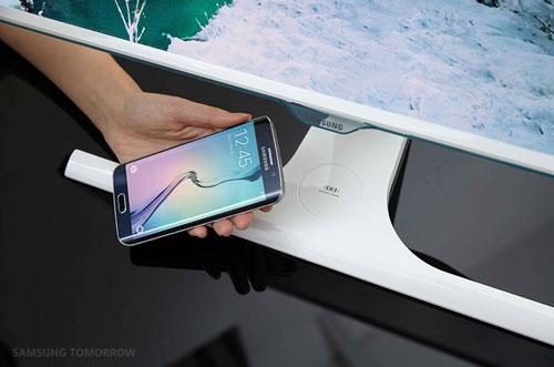 عرضه اولین مانیتور با قابلیت شارژ بیسیم موبایل توسط سامسونگ