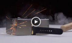 قرار دادن یک ساعت اپل ۱۰٬۰۰۰ دلاری بین دو آهنربای قوی