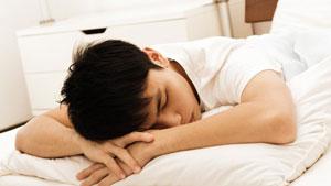 آیا خوابیدن روی شکم مضر است؟
