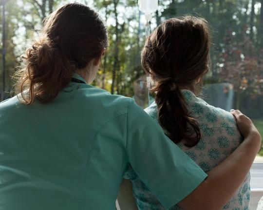 در بیشتر زنانی که این سرطان را دارند، علائمی بروز نمیکند
