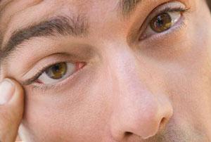 چگونه از خشک شدن چشم هنگام کار مداوم با کامپیوتر بکاهیم