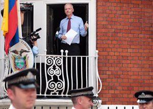پایان محاصره سفارت اکوادور توسط پلیس لندن، اما هنوز جولیان آسانژ  امکان خروج ندارد