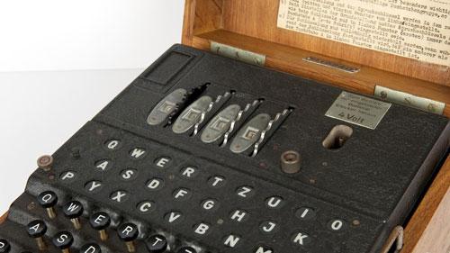 حراج ماشین رمزنگاری کمیاب Nazi Enigma جنگ جهانی دوم با قیمتی فوقالعاده