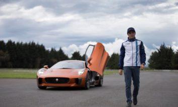 اتومبیل فوقسریع شخصیت شرور جیمز باند در دستان یک راننده حرفهای