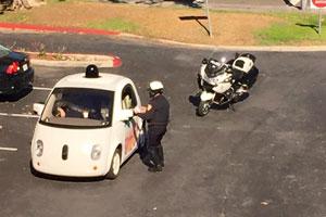 متوقف کردن خودران گوگل توسط پلیس