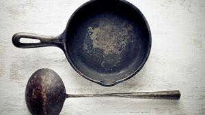 این مواد غذایی را هرگز در ظروف چدنی نپزید