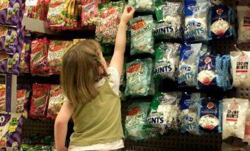 سوپرمارکتهای نزدیک خانه احتمالا به کاهش وزن کودکان کمک میکنند