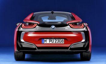 بیامو i8 هیبریدی کوپه پیش از شروع نمایشگاه خودرو ژنو رنگ قرمز را به خود میبیند
