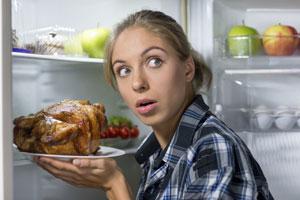 خوردن غذا در نیمه شب موجب بدتر شدن بیخوابی میشود