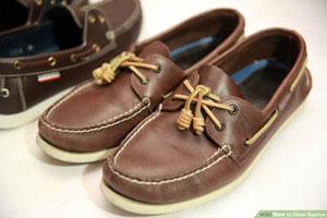 ۲ روش ساده برای تمیز کردن کفش قایقی