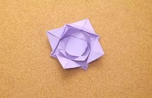 چگونه با کاغذ، نیلوفر آبی بسازیم؟