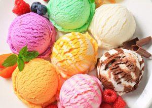لذت شیرین گاز زدن به بستنی کاکائویی