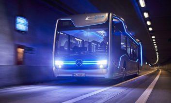 اتوبوس نیمهخودران مرسدس در خیابانهای آمستردام