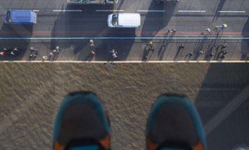 راه رفتن روی رودخانه تیمز در ارتفاع ۴۲ متری