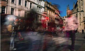 استفاده از لایههای فتوشاپ برای شلوغتر جلوه دادن خیابانها