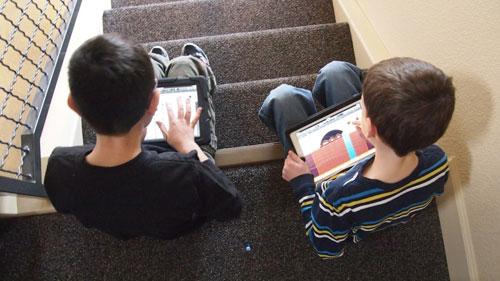 ۷ راه برای دور کردن کودکان از دنیای مجازی