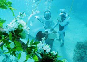 برگزاری مراسم عروسی در زیر آب