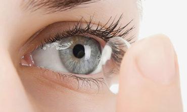 ۸ اشتباهی که در مورد لنزهای چشمی مرتکب میشوید