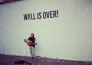 گرافیتی جان لنون از روی دیوار پراگ شسته شد