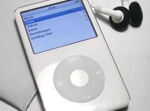 حذف بدون اطلاع برخی آهنگهای روی آیپاد کاربران توسط اپل