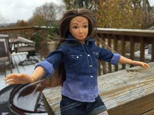«لامیلی»: یک عروسک باربی عادی با جوش و لک