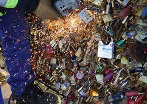 پاریس، «پل عشق»ش را از دست داد