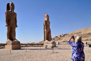 پرده برداری از مجسمه عظیم آمنهوتپ سوم