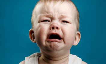 چرا خانمها بیشتر از آقایان گریه میکنند؟
