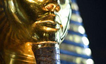 شکایت از وزارت آثار باستانی مصر در پی ترمیم ناشیانه ماسک طلای توت عنخ آمون