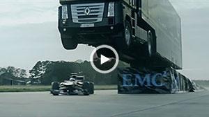 پرش یک کامیون از روی یک اتومبیل Lotus + ویدیو
