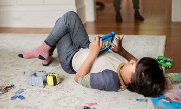 کودکان زیر ۱۳ سال معمولا ۲ ساعت در روز مشغول بازی با ابزار موبایل هستند