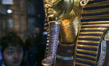 جایگزینی مدیر بخش ترمیم موزه مصر در پی آسیب به ماسک طلای توت عنخ آمون