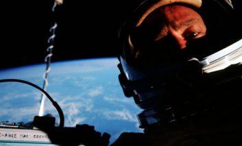 فروش اولین «سلفی فضایی» تاریخ