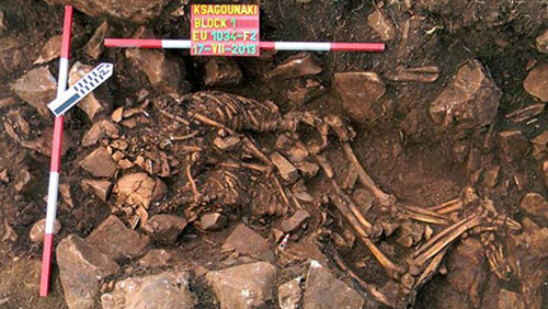 کشف بقایای زوج ماقبل تاریخی در یونان