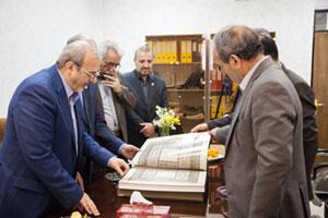 اهدای کتاب شاهنامه شاهطهماسبی به دانشگاههای شیراز