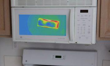 این ماکروویو، گرمای غذا را به صورت دمانگاری نشان میدهد
