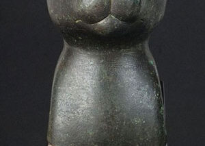 حراج مجسمه مصری باستانی یک گربه که از دور انداخته شدن نجات داده شد