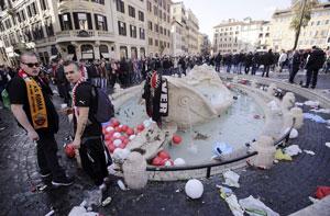 طرفداران فوتبال به فوارهای ۴۰۰ ساله در شهر رم آسیب رساندند
