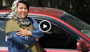 اولین و تنها راننده تاکسی زن در افغانستان + ویدیو