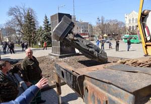 تخریب مجسمههای دوران شوروی در اوکراین