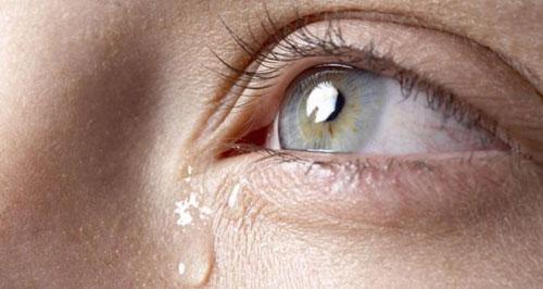 چرا انسانها گریه میکنند؟