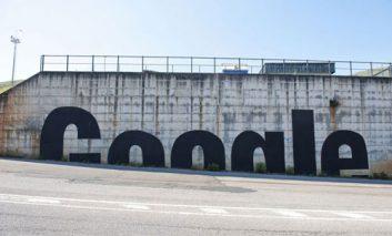 هنرمند خیابانی گوگل را به نقد میکشد
