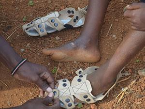 کفشهایی که بزرگ میشوند!