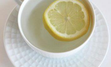 مزایای نوشیدن آب داغ با لیمو