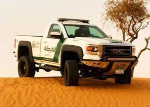 پیوستن یک اتومبیل متفاوت به کاروان اتومبیلهای پلیس دوبی